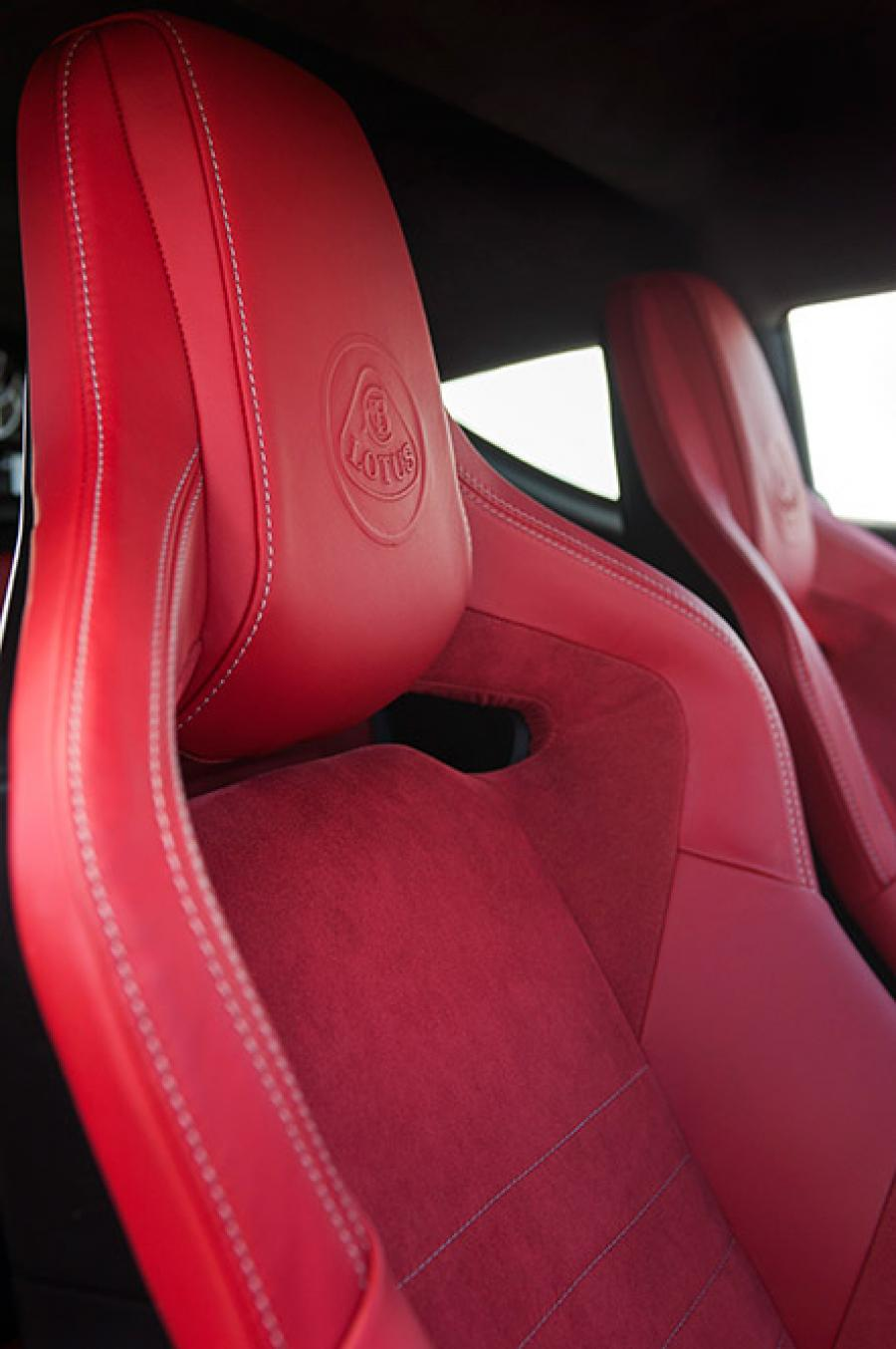 Evora 400 Interior Red Alcantara 25_09_15 13_0