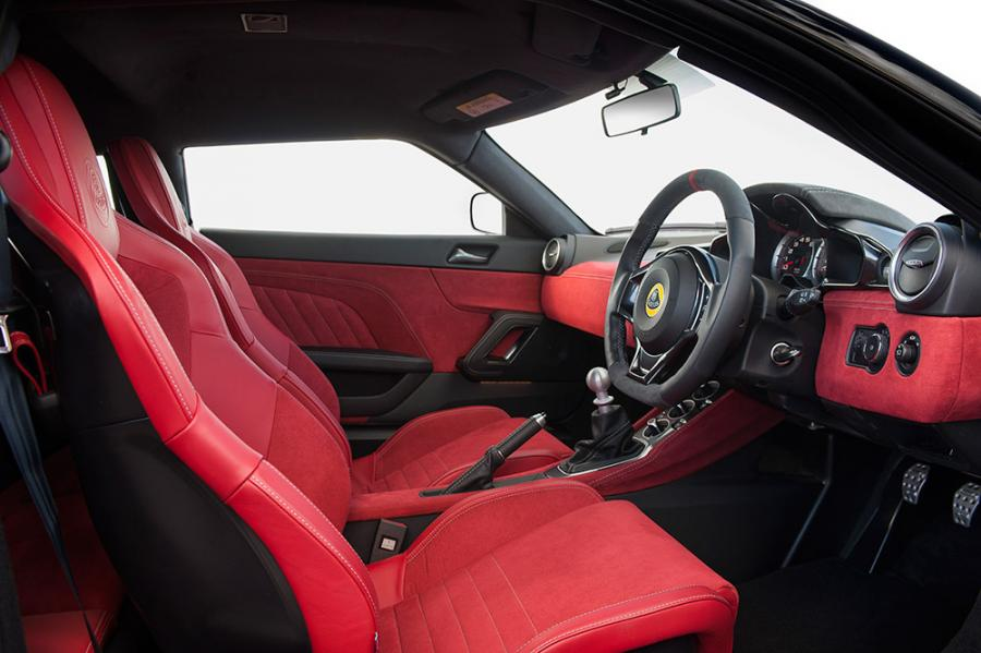Evora 400 Interior Red Alcantara 25_09_15 7_0